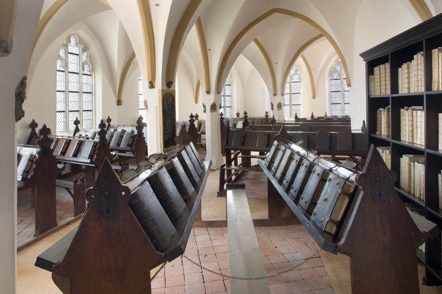 середньовічні бібліотеки