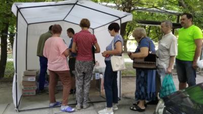 «Хочу устроить людям праздник!», — предприниматель в Днепре в день выборов сделал сумасшедшие скидки на выпечку (Фото, видео)