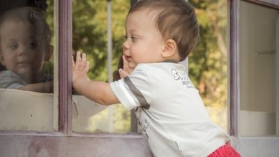 окно ребенок