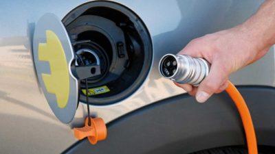 Украинские АЗС хотят обязать устанавливать зарядки для электрокаров