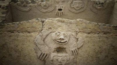 Археологи обнаружили в Перу древний барельеф возрастом около 3800 лет