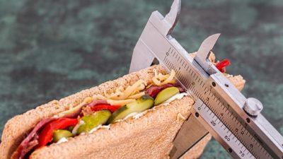 Специалисты назвали привычки, блокирующие похудение