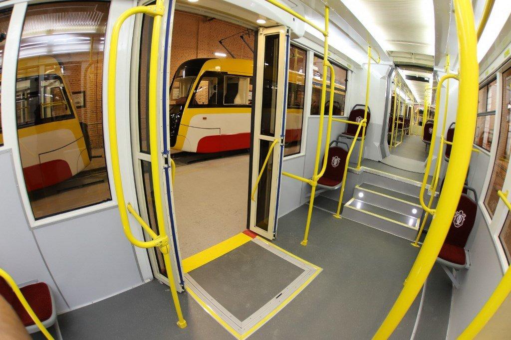 В Украине появился самый огромный трамвай: почти на 300 человек (Фото). Новости Днепра