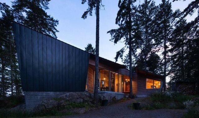 дім посеред канадського лісу