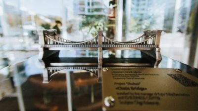 мини-скульптура Николаевского цепного моста