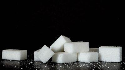 Чи варто повністю відмовлятись від цукру?