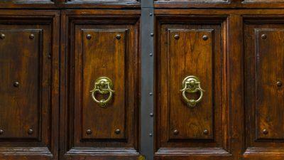 дверь молоток
