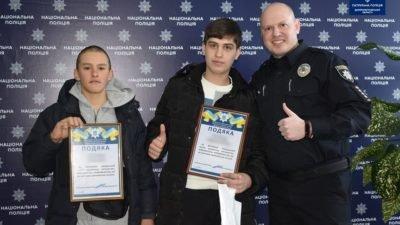 У Дніпрі правоохоронці нагородили сміливих хлопців