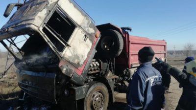 На Дніпропетровщині під час руху загорілася вантажівка (Фото)