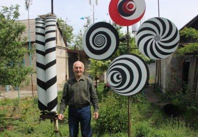 Господар з Дніпра створює казкові вітряки (Фото)