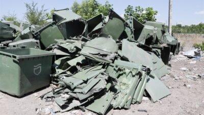 У Дніпрі сміттєві баки «заважають» вандалам (Фото)