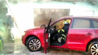 На Дніпропетровщині вогонь знищив автомобіль та мотоцикл (Фото)