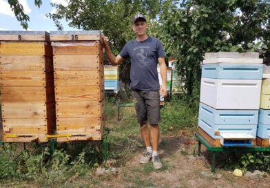 Для пчеловода из Днепропетровщины пасека стала смыслом жизни (Фото)