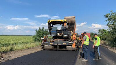 Цьогоріч на дорозі Просяна-Великомихайлівка уклали вже 12 км нового асфальту