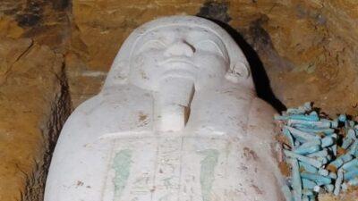 саркофаг жреца
