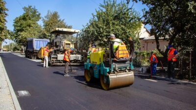 У Дніпрі завершують ремонт покриття по вулиці Хабаровській