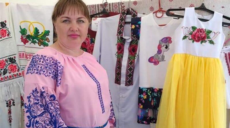 Вишивальниця з Дніпропетровщини усі свої роботи створює з душею (фото)