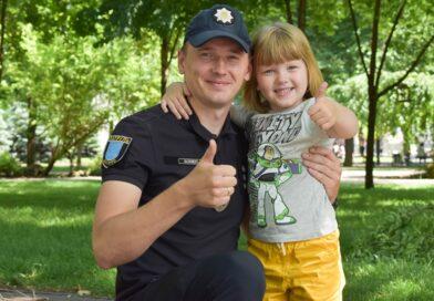 Шкільний офіцер з Дніпра допомагає людям змінити думку