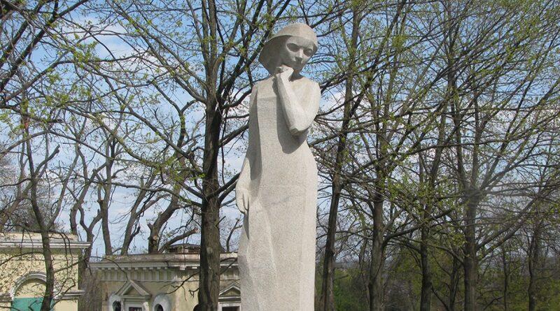 памятник студентам_Днепр