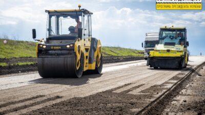 В Днепропетровской области ремонтируют трассу международного значения (фото)