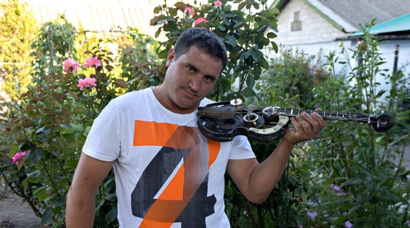 Житель Днепра создает уникальные изделия из металлолома (фото)