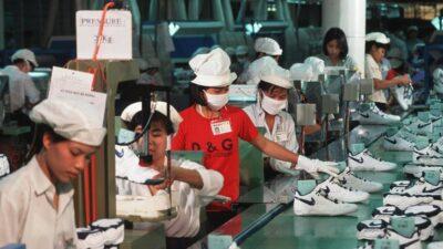 Миру грозит дефицит кроссовок: производители предупреждают о перебоях поставок
