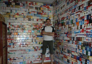 Житель Дніпра понад тридцять років збирає незвичну колекцію (фото)